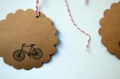 Decora los regalos con una bici
