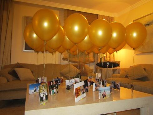 Globos dorados con fotos para decorar espacios únicos