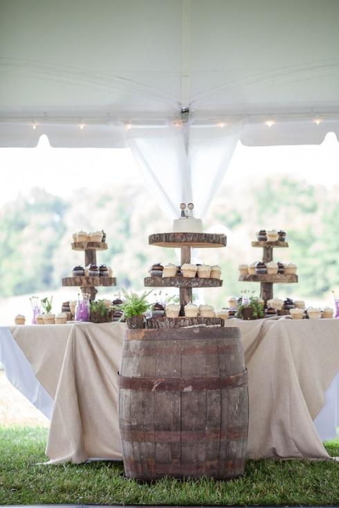 Barricas en las mesas de dulce