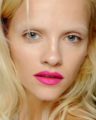 tendencias-primavera-verano-2013-maquillaje-labios-rosa-acid1