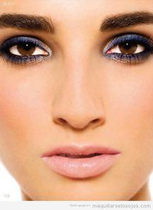 maquillaje-eyeliner-azul