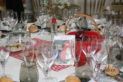 Decoración boda caperucita Roja por envidienmiboda