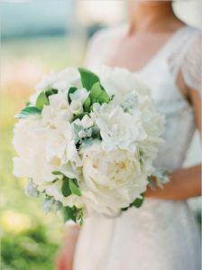 Ramos de novia con flor blanca rústicos, sencillos y elegantesa55889b