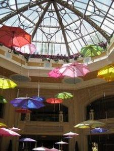 Decoracion con paraguas en boda 1