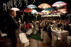 Decoracion con paraguas en boda 10