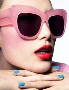 gafas labios y pintarte las uñas