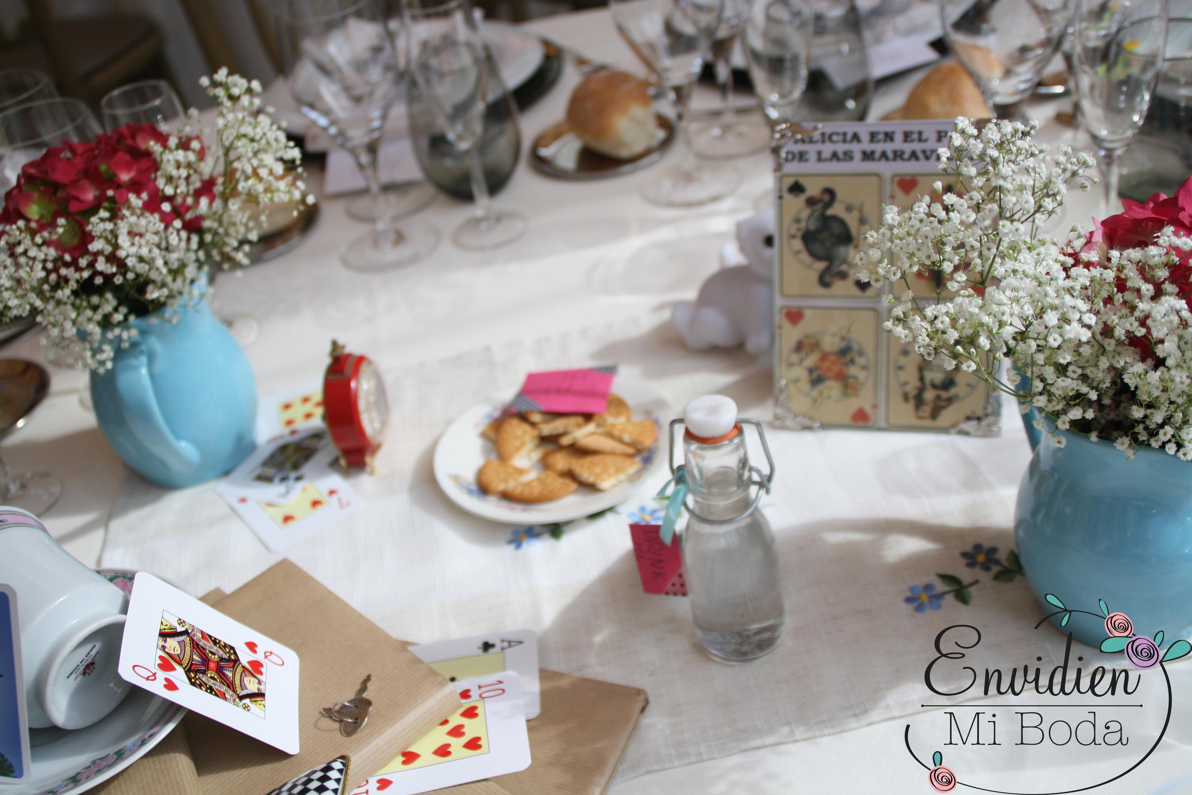 Decoracion de boda basada en alicia en el pais de las for Decoracion xv anos alicia pais maravillas