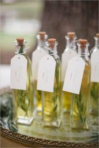 aceite con romero como regalo a los invitados en la boda