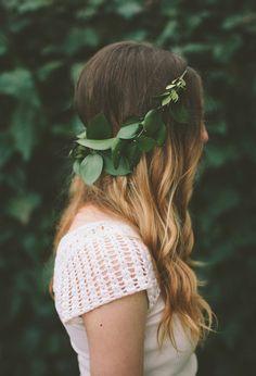 Peinados para novias con flores silvestres 3