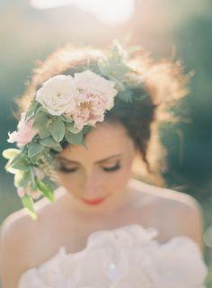 Peinados para novias con flores silvestres 4