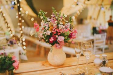 boda-informal-al-aire-libre-carpa-circo-novia-corona-de-flores-20