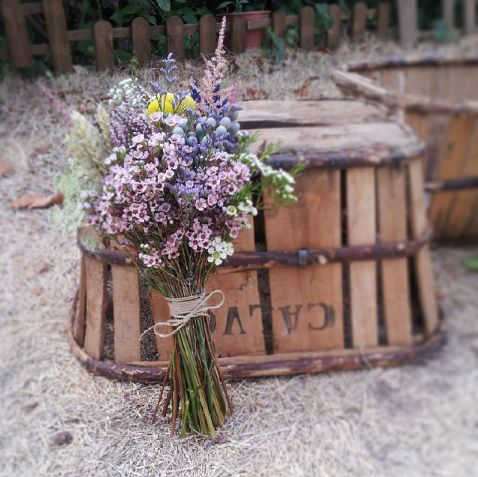 flores en el columpio 2 - Ramos De Flores Silvestres