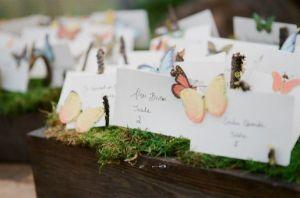 Indicadores-de-mesa-inspirados-en-las-mariposas-Foto-Picotte-Weddings-600x398
