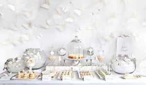 Una-mesa-de-postres-decorada-con-inspiraci__n-en-las-mariposas-Foto-Rena-Harvey