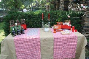 La boda rústica e ibicenca de Abi y Garret en Guadalajara