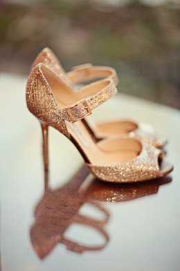 jimmy choo. Zapatos dorados.