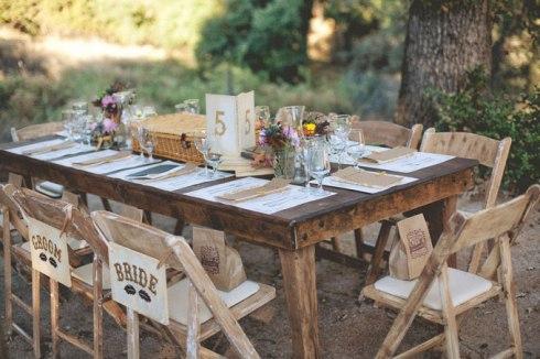 decoracion-sillas-rustico-vintage-boda-mallorca-cartel-novia-novio-bride-groom