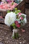 ramo-novia-hortensias-blancas-Flores en el columpio
