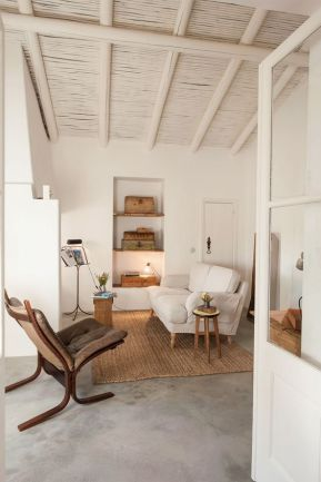 suelo-de-microcemento-con-decoracion-en-maderas-claras