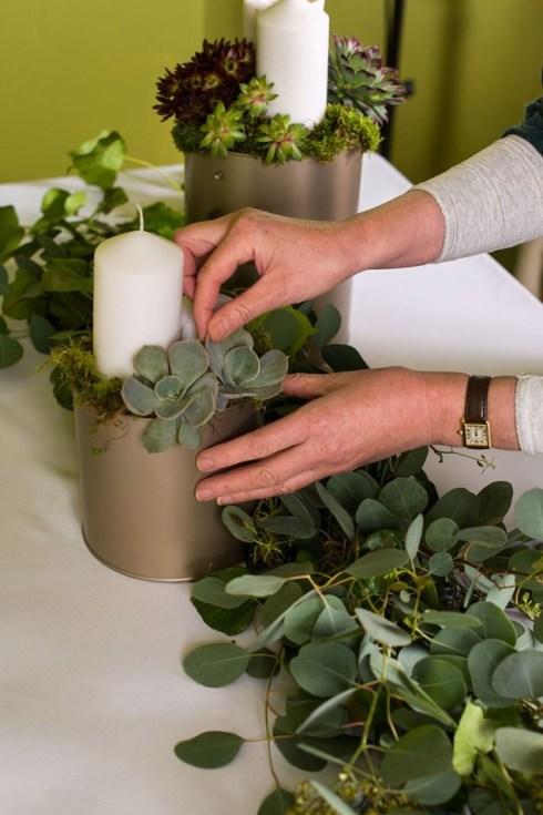 Cómo hacer una guirnalda de plantas y flores sencilla y elegante para poner la mesa bien bonita.3