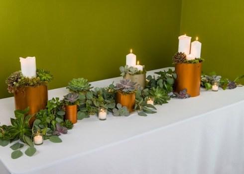 Cómo hacer una guirnalda de plantas y flores sencilla y elegante para poner la mesa bien bonita.