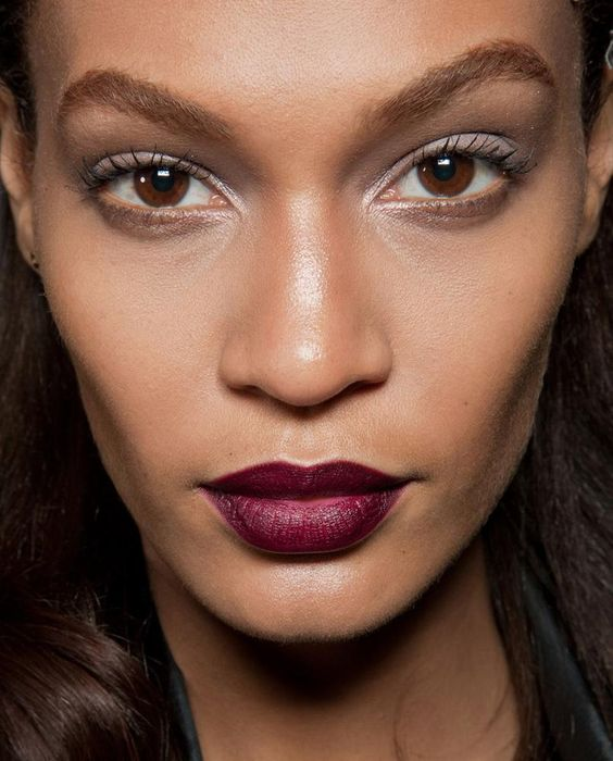 Acabado mate y colores oscuros la tendencia de 2018 for Labios burdeos